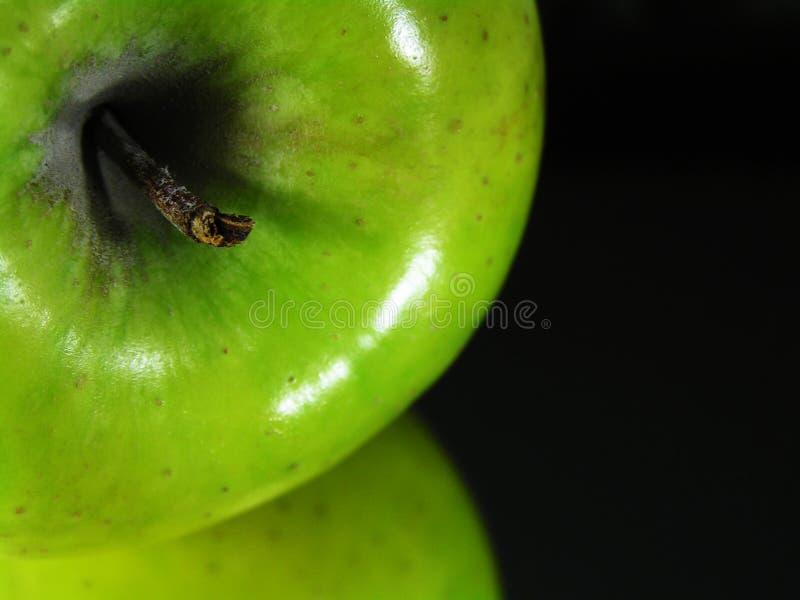 Download Reflexão verde da maçã foto de stock. Imagem de granny - 105864