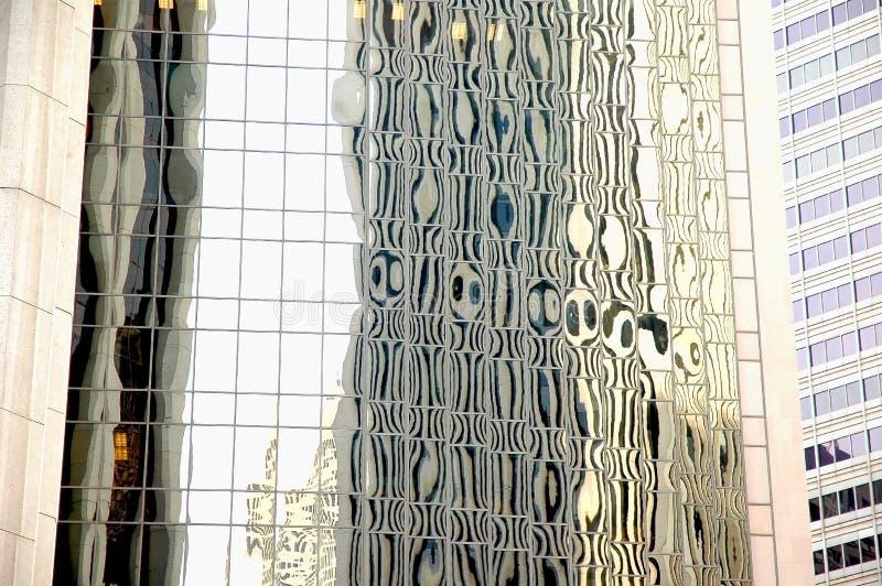 Reflexões abstratas do prédio de escritórios de vidro foto de stock