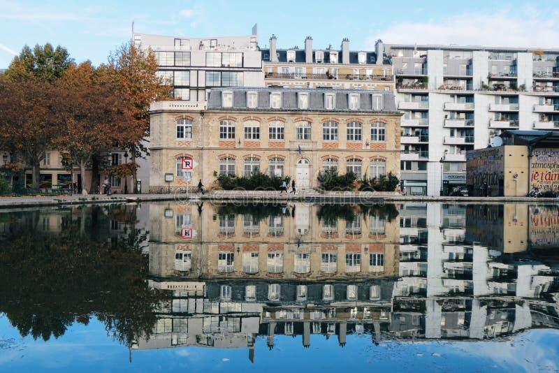 Reflexões da água no canal fotos de stock royalty free