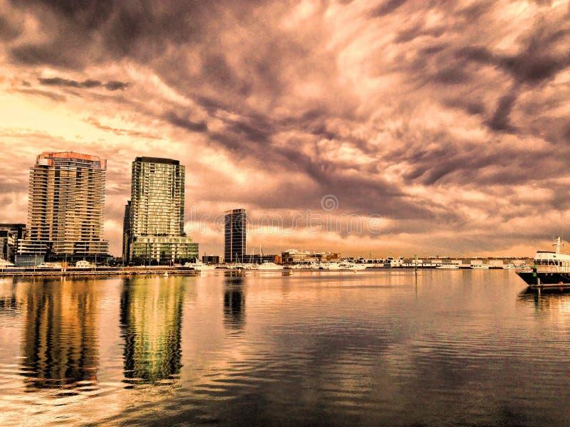 Reflexões da cidade imagem de stock