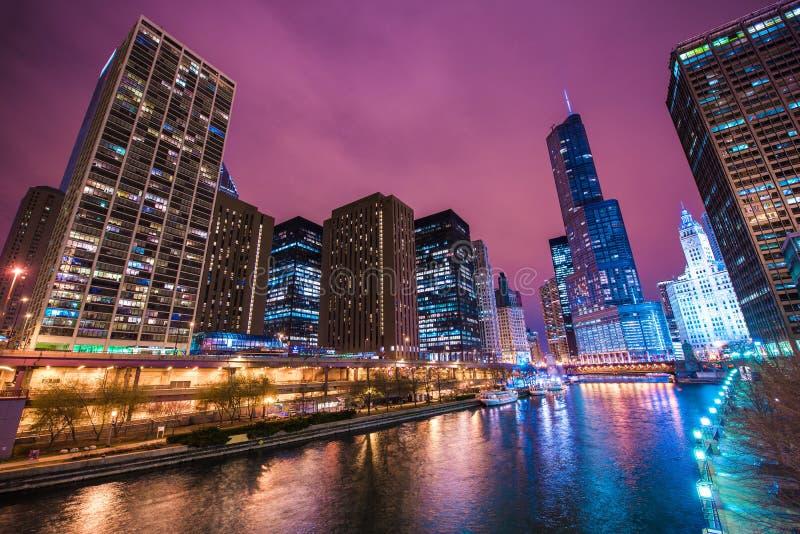 Reflexões de Chicago River fotos de stock royalty free
