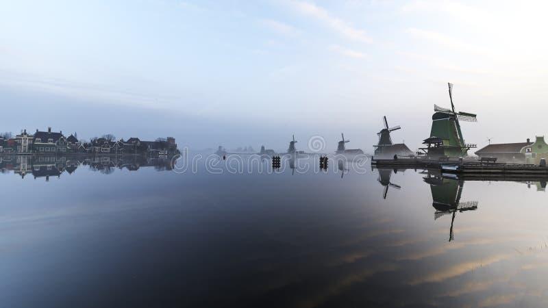 Reflexões do moinho de vento imagens de stock royalty free