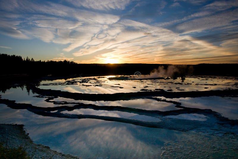 Reflexões do por do sol de Yellowstone foto de stock royalty free