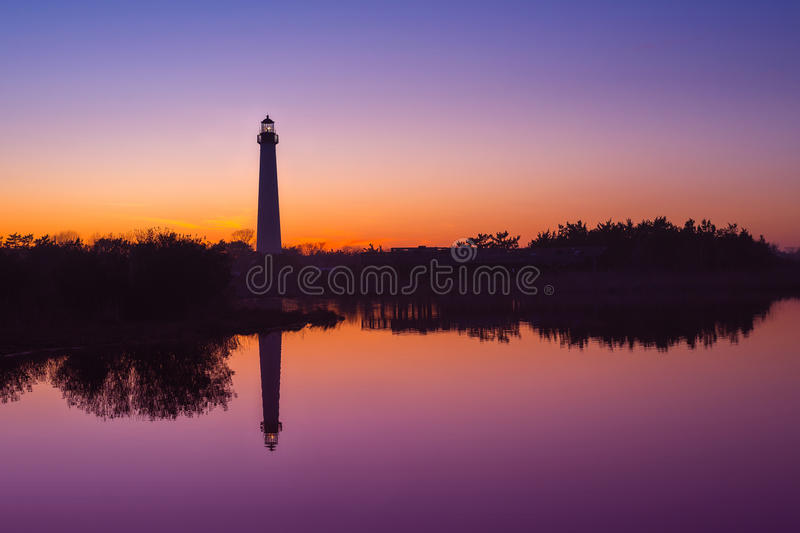 Reflexões do por do sol do farol de Cape May fotos de stock royalty free