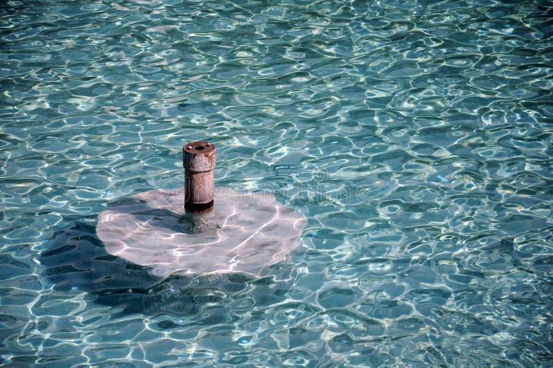 Reflexe auf Wasser lizenzfreies stockbild