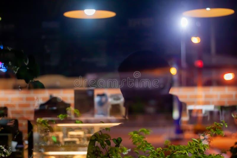 reflexión abstracta de la ventana de la sombra en una cafetería imagen de archivo libre de regalías