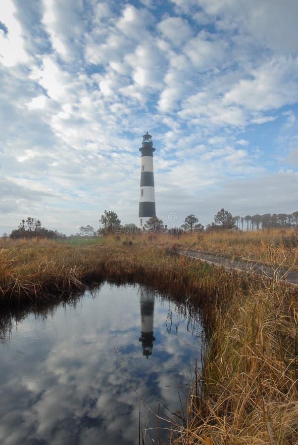 Reflexión brumosa del faro de la isla de Bodie imagenes de archivo