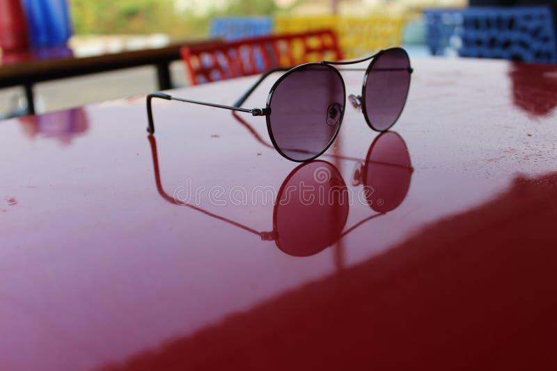 Reflexión de gafas de sol imagen de archivo libre de regalías