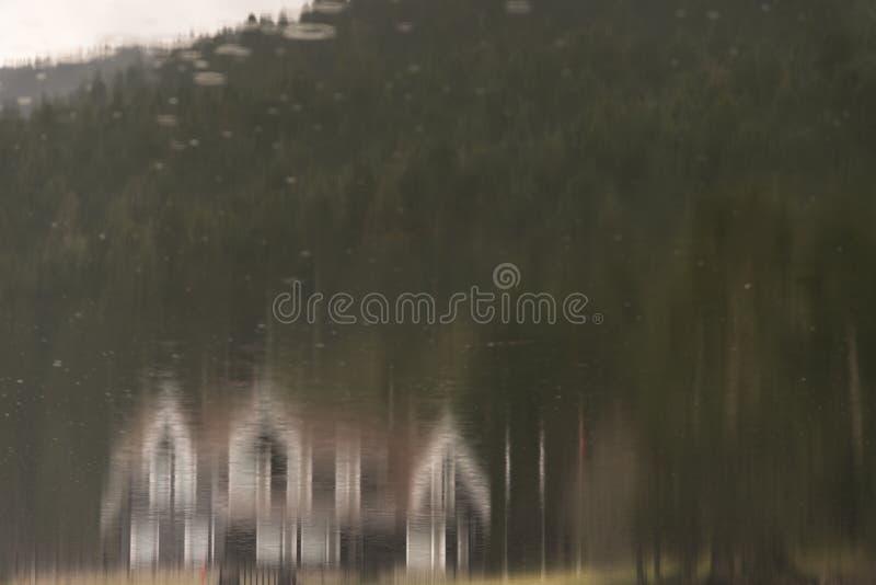 Reflexión de la casa del lago fotografía de archivo libre de regalías