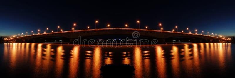 Reflexión de la iluminación del puente fotos de archivo libres de regalías