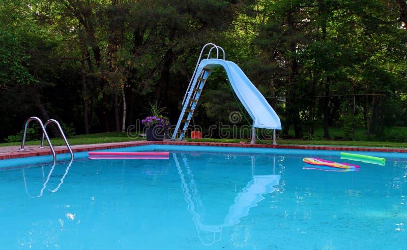Reflexión de la piscina imagenes de archivo
