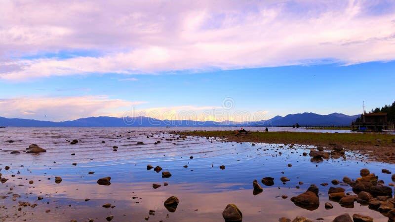 Reflexión de la puesta del sol del lago Tahoe fotografía de archivo libre de regalías