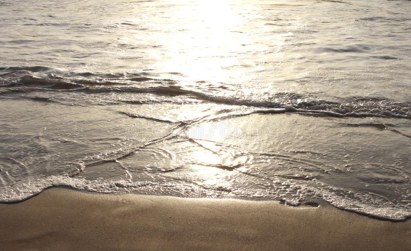 Reflexión de la sol en el océano imagen de archivo