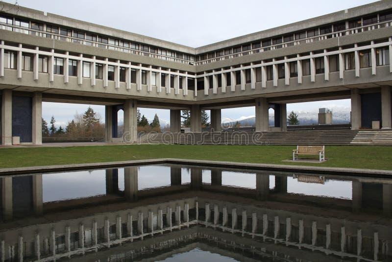 Reflexión de la universidad de Simon Fraser fotos de archivo libres de regalías