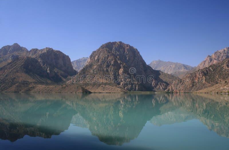 Reflexión de las montañas imagen de archivo libre de regalías
