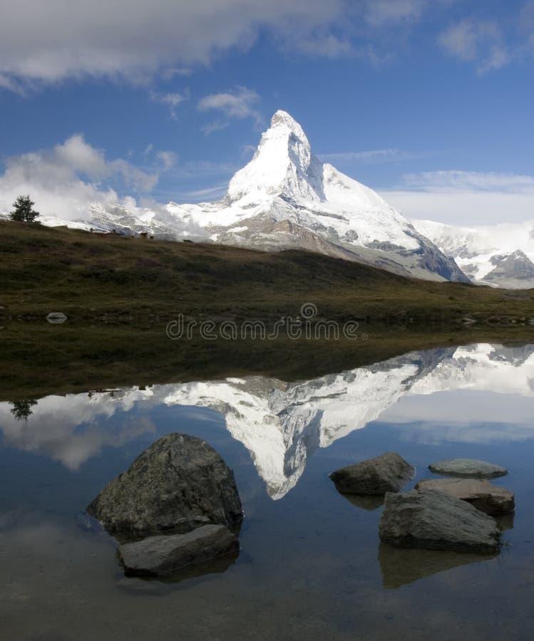 Reflexión de Matterhorn fotografía de archivo