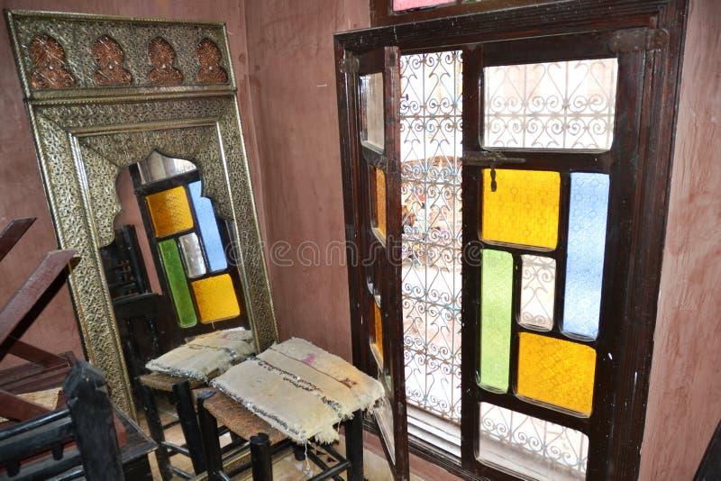 Reflexión de una ventana en un espejo foto de archivo libre de regalías