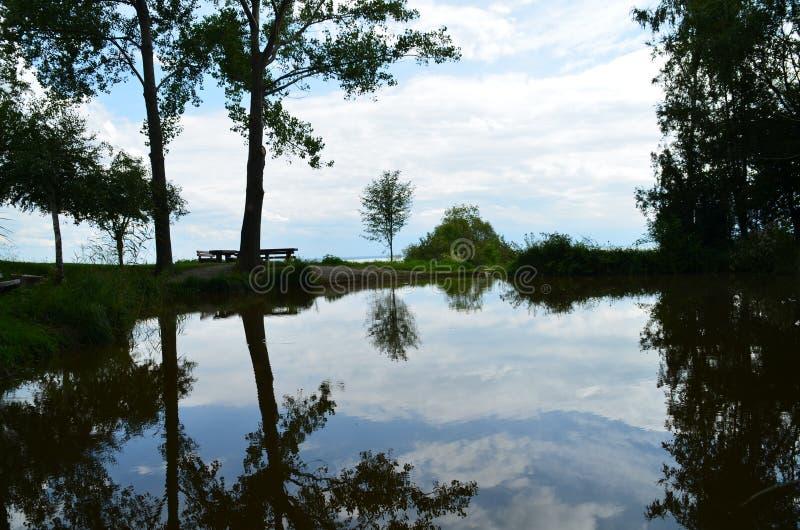 Download Reflexión del agua foto de archivo. Imagen de sano, agua - 64201366