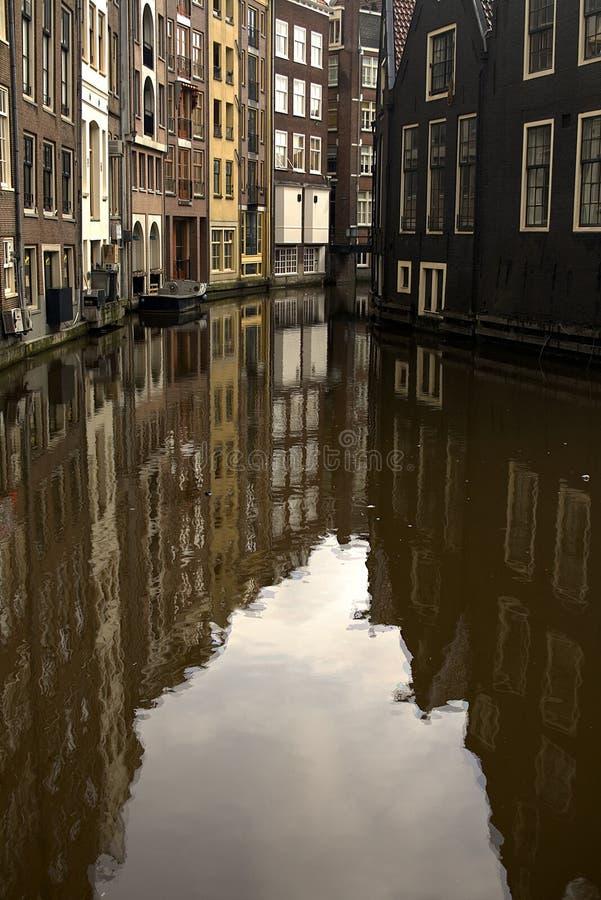 Reflexión del canal de Amterdam foto de archivo libre de regalías