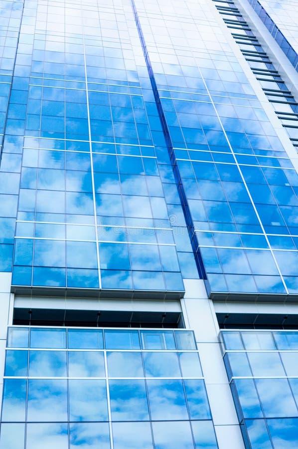 Reflexión del cielo en el edificio imagen de archivo libre de regalías