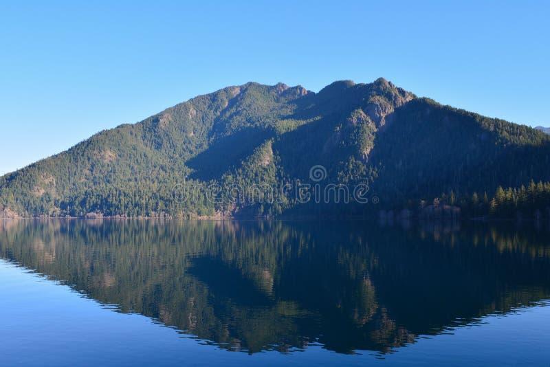 Reflexión del creciente del lago fotos de archivo libres de regalías
