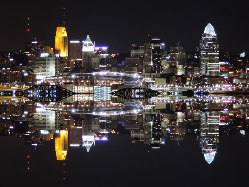 Reflexión del horizonte de Cincinnati fotografía de archivo libre de regalías