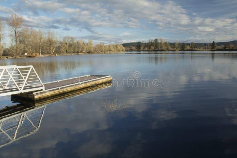 Reflexión del lago Cheadle fotografía de archivo