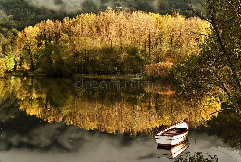 Reflexión del otoño imagen de archivo