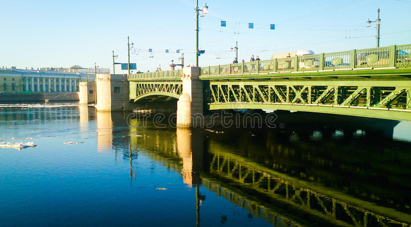 Reflexión del puente fotos de archivo