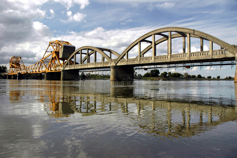 Reflexión del puente levadizo imagen de archivo libre de regalías