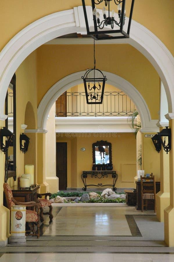 Download Reflexión Del Vestíbulo En Un Centro Turístico En Cabo San Lucas, México Foto de archivo - Imagen de méxico, vestíbulo: 181532
