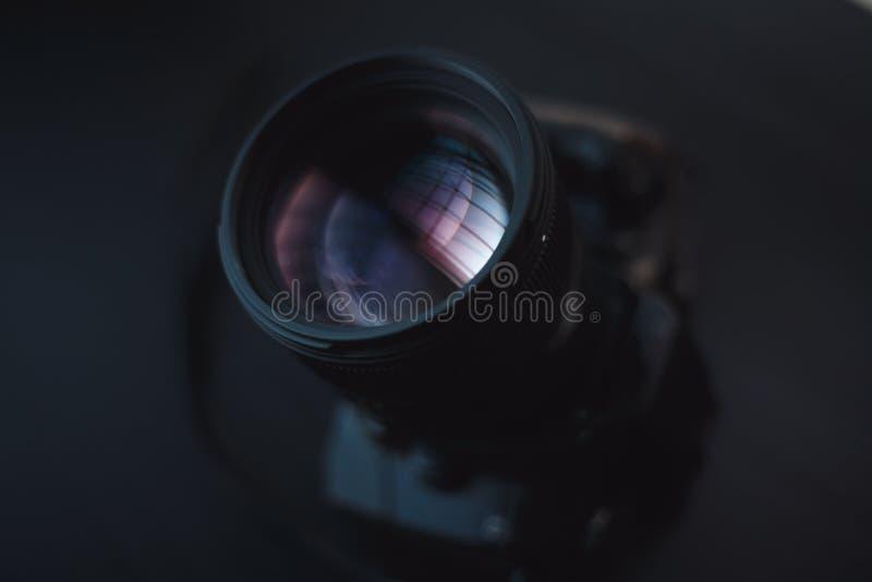 Reflexión del vidrio en la lente de cámara foto de archivo libre de regalías