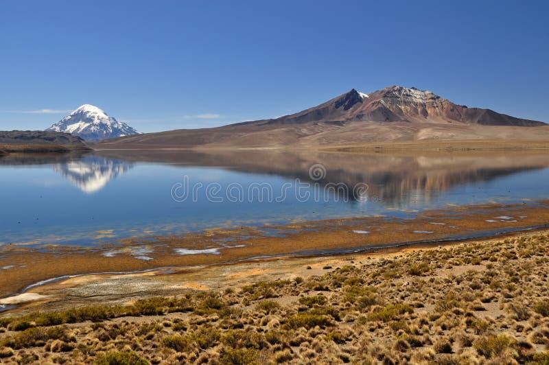 Reflexión del volcán foto de archivo