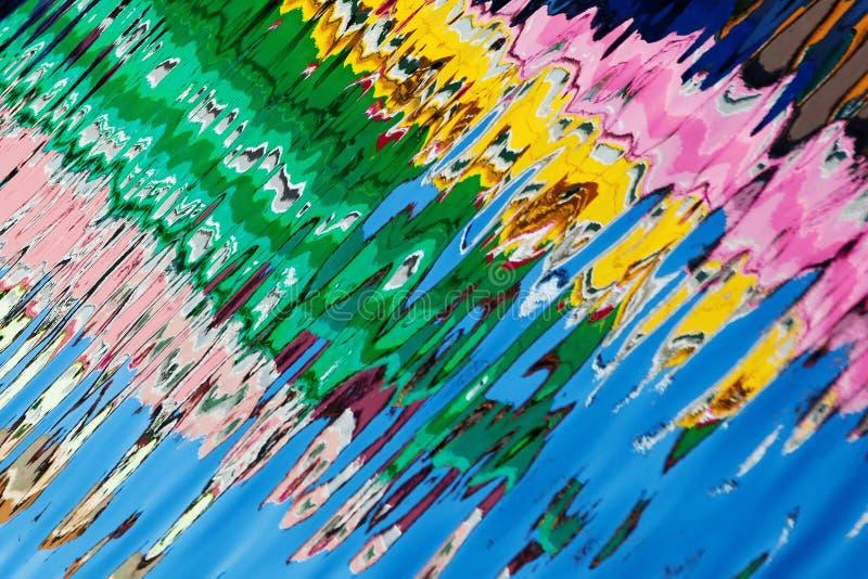 Reflexion av färgrika hus i vattenkanalen, Burano ö, Venedig, Italien arkivbilder