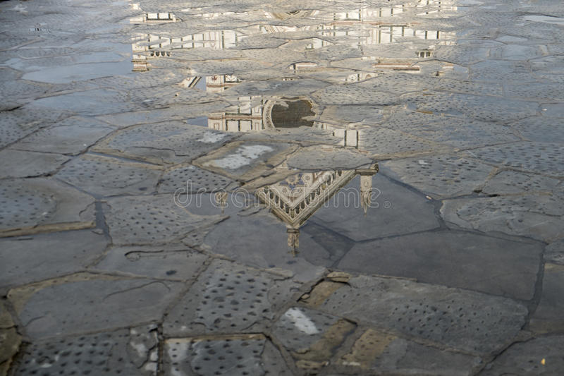 Reflexion av Santa Croce, Florence arkivbild