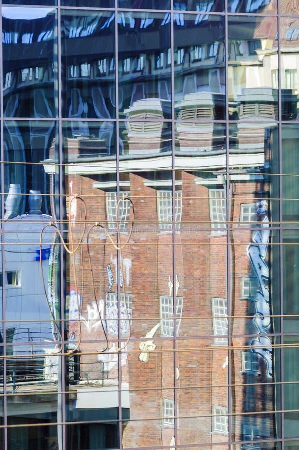 Reflexion in den Fenstern stockbilder