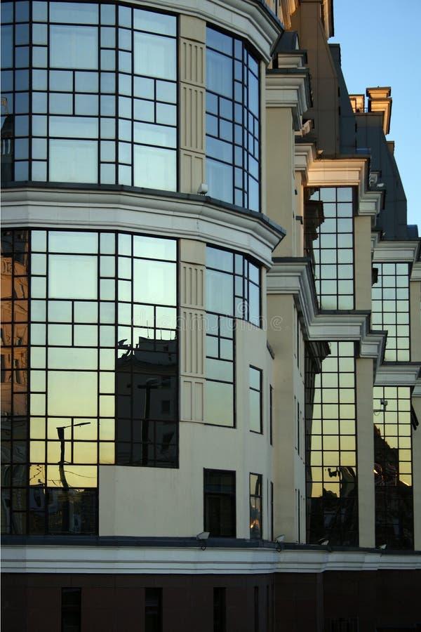 Download Reflexion in den Fenstern stockbild. Bild von stadt, perspektive - 855497