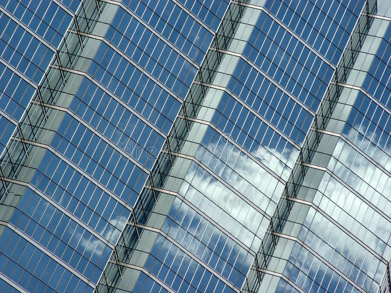 Download Reflexion Des Blauen Himmels Und Der Wolken Stockfoto - Bild von diagonal, wolken: 40310
