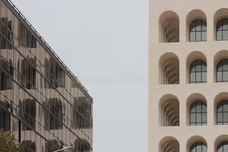 Reflexion des Quadrats Colosseum in Rom, Italien stockfoto
