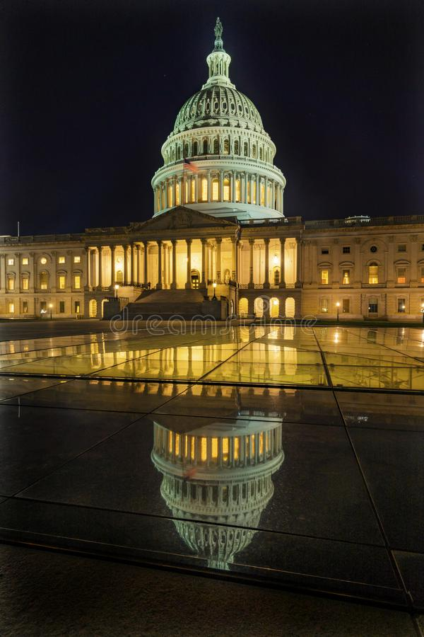 Reflexion för Washington DC för stjärnor för natt för USA-Kapitoliumreflexion royaltyfri bild