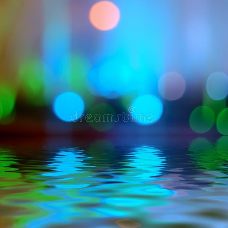 Reflexion i ljus för vattenBokeh bakgrund - blått royaltyfri fotografi