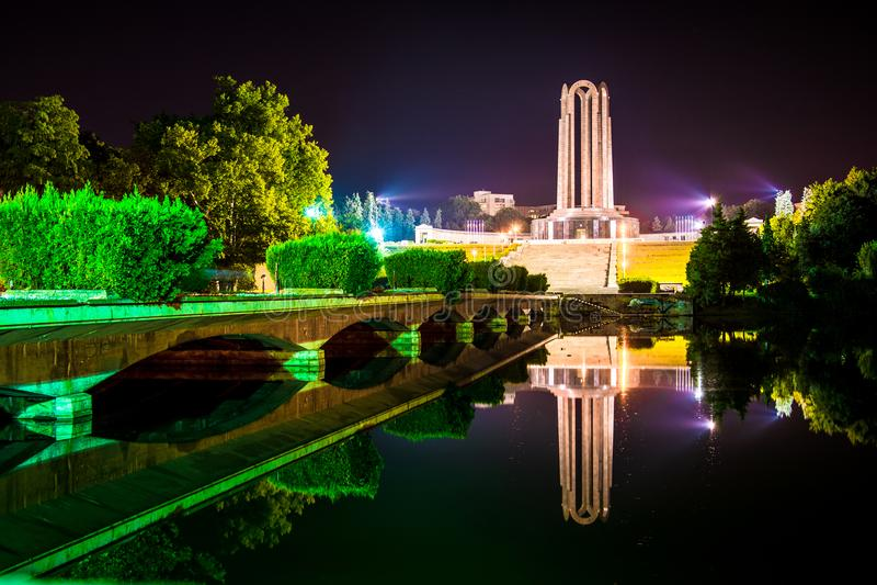 Reflexion i natten arkivfoto