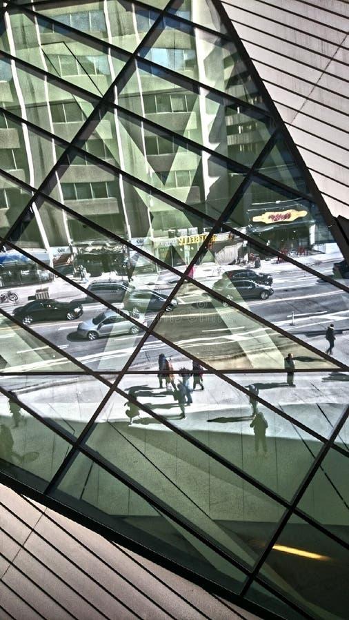 reflexion och stad arkivfoton