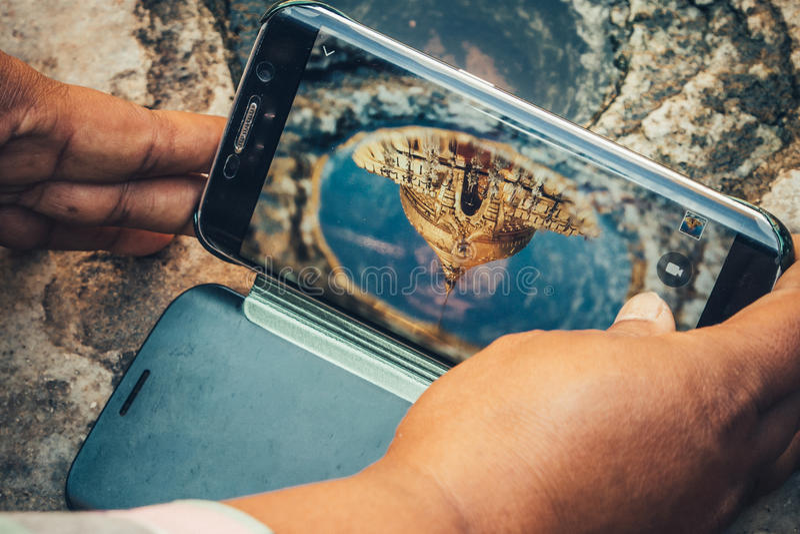 Reflexion på telefonen royaltyfri bild