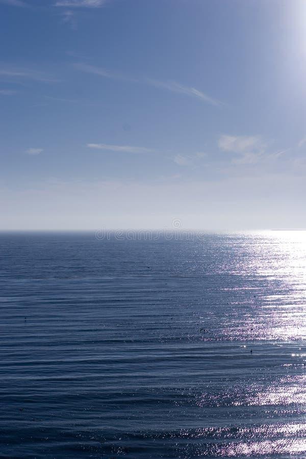 Reflexion und Wellen stockfotos