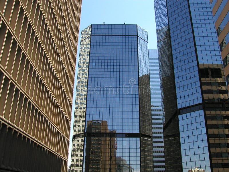 Reflexion weg vom Gebäude lizenzfreie stockbilder