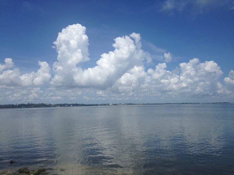 Reflexionen über der Bucht lizenzfreies stockfoto
