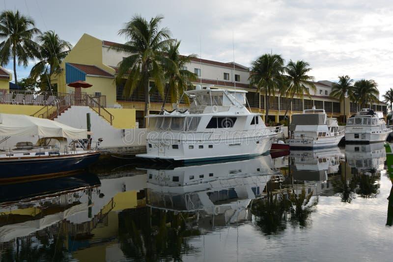 Reflexionen auf dem Jachthafen lizenzfreie stockfotos