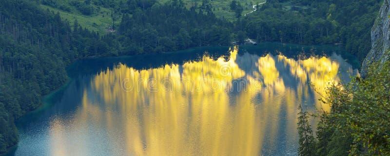 Reflexionen auf dem See lizenzfreies stockbild
