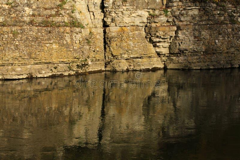 Reflexionen bevattnar in arkivfoto